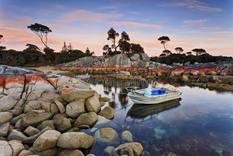 Barcos de la bahía 2 de Tasmania Bnalong fotos de archivo