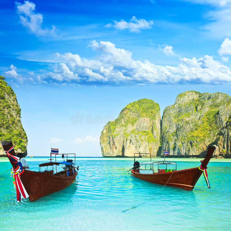 Barcos de Longtail no louro do Maya fotos de stock