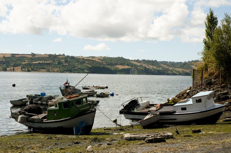 Barcos de los pescadores - Castro Bay - Chile imagen de archivo libre de regalías