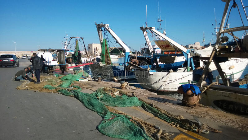 Barcos de los pescadores de Trani fotografía de archivo libre de regalías