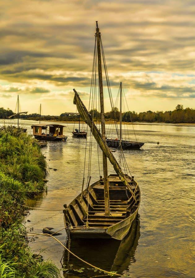 Barcos de madeira em Loire Valley foto de stock royalty free