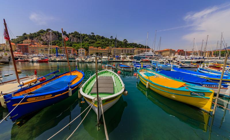 Barcos de madeira velhos no porto de Lympia em França agradável imagens de stock royalty free