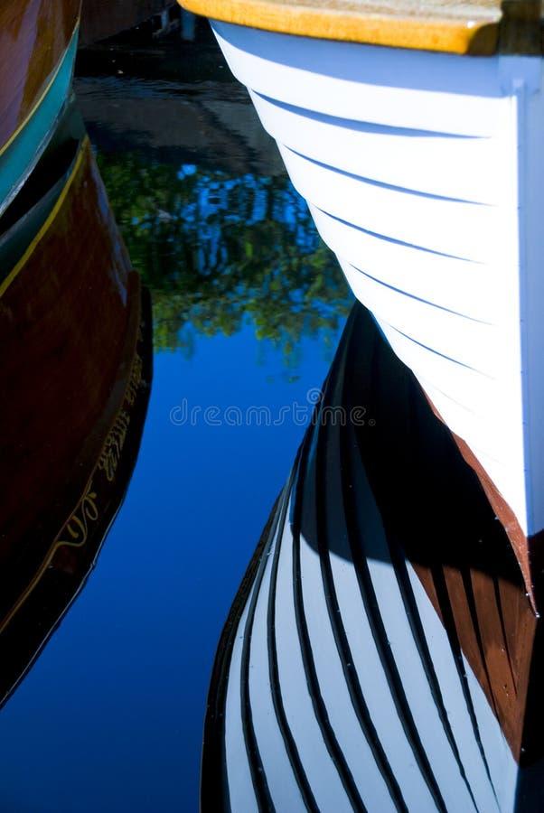 Barcos de madera clásicos atracados imágenes de archivo libres de regalías