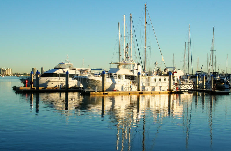 Barcos de motor luxuosos fotografia de stock royalty free