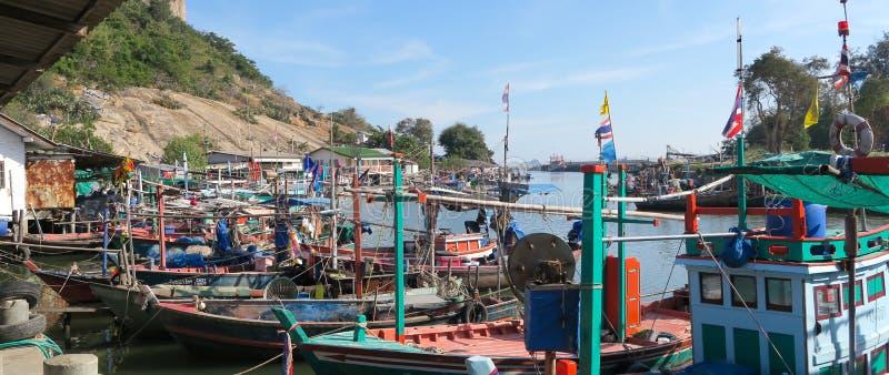 Barcos de navegación cerca del hin de Hua, Tailandia fotografía de archivo libre de regalías