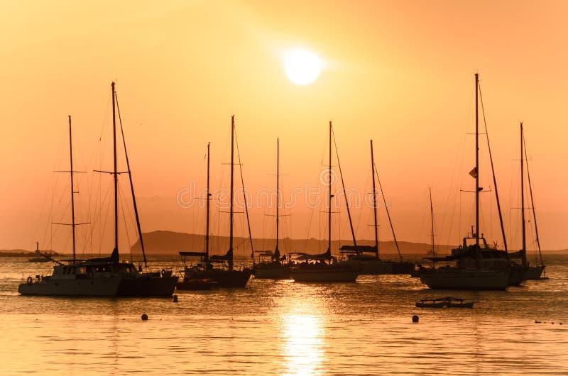 Barcos de navigação de Ibiza imagens de stock