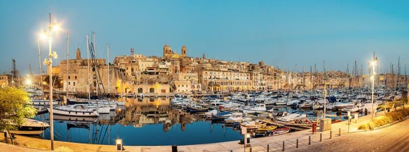 Barcos de navigação no porto de Senglea, valletta, Malta fotografia de stock