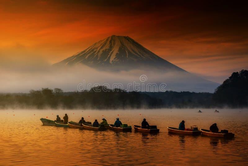 barcos de navigação no Shoji do lago com Fujisan fotografia de stock