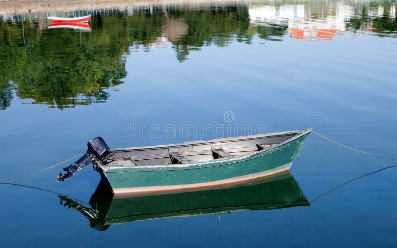 Download Barcos De Pesca Amarrados En La Costa Imagen de archivo - Imagen de acantilado, coastline: 44858273
