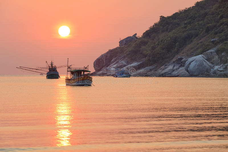 Barcos de pesca asiáticos tradicionais fotografia de stock royalty free