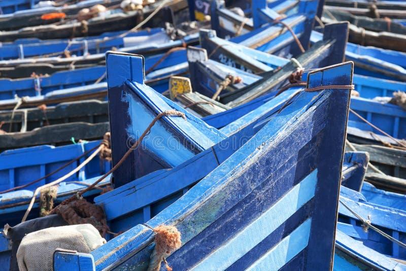 Barcos de pesca azules en Essaouira. imagenes de archivo