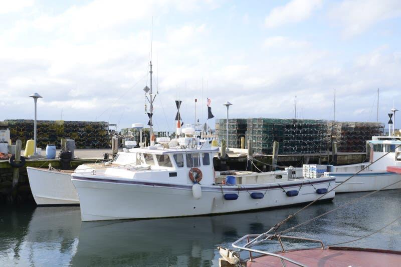 Barcos de pesca comercial e armadilhas da lagosta fotos de stock