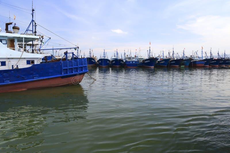 Barcos de pesca de la isla del wuyu imagenes de archivo