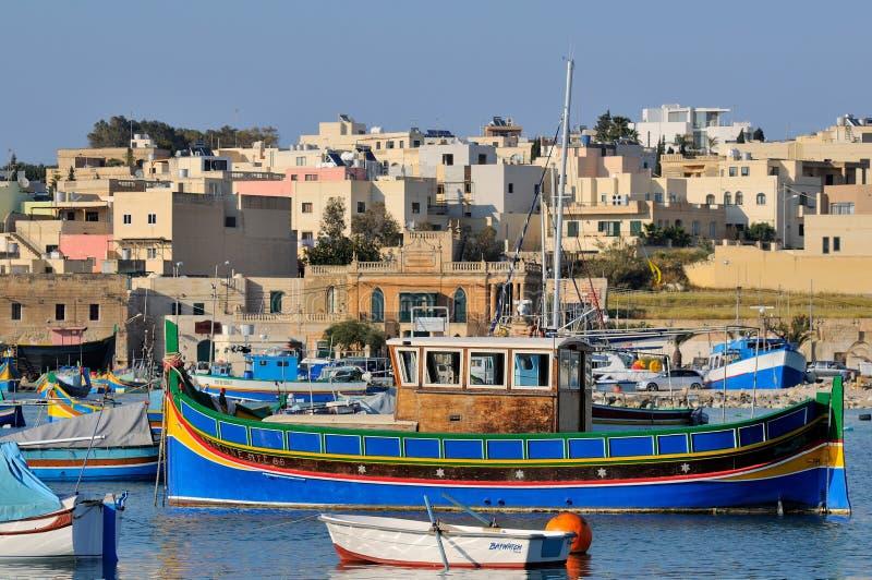 Barcos de pesca de Malta na vila de Marsaxlokk imagem de stock royalty free