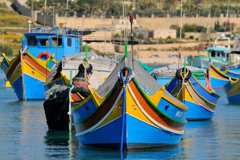 Barcos de pesca de Malta na vila de Marsaxlokk fotografia de stock