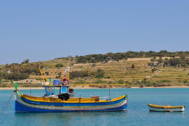 Barcos de pesca de Malta na vila de Marsaxlokk fotos de stock