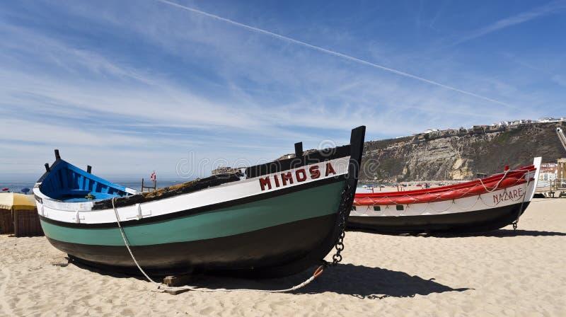 Download Barcos de pesca de Nazare fotografia editorial. Imagem de portugal - 80101672