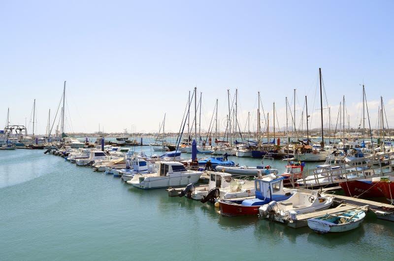 Barcos de pesca del puerto de Corralejo fotografía de archivo libre de regalías