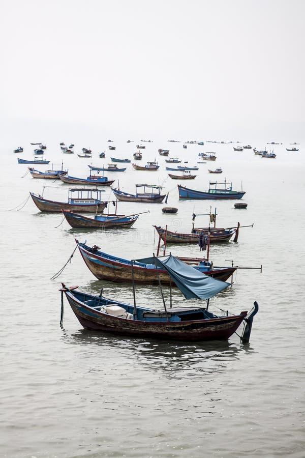 Barcos de pesca del ` s de Vietnam imagen de archivo