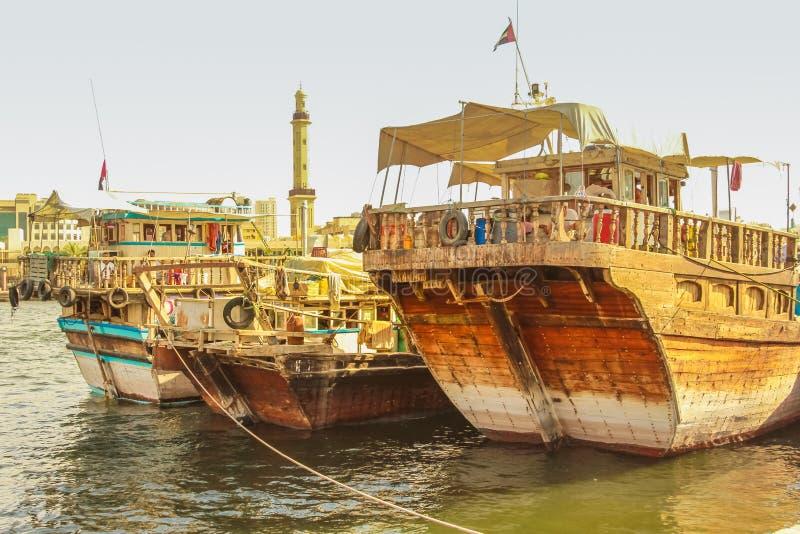 Barcos de pesca Dubai Creek fotos de stock