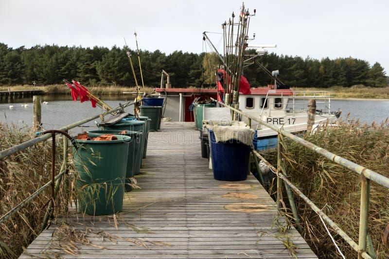Barcos de pesca em Darsser Ort imagens de stock