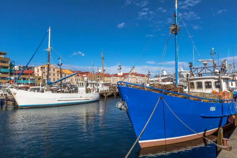 Barcos de pesca em Hobart Harbour imagem de stock