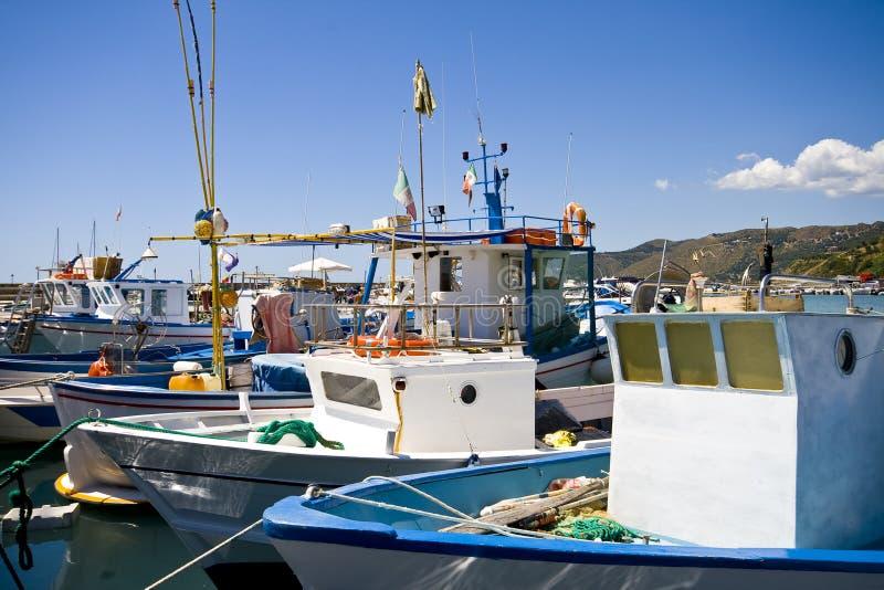 Barcos de pesca em italy foto de stock