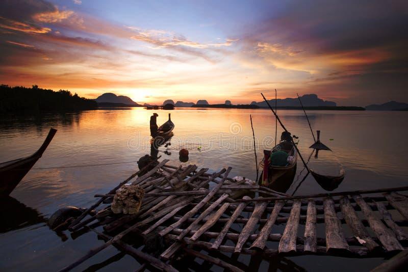 Barcos de pesca em Tailândia do sul fotos de stock royalty free
