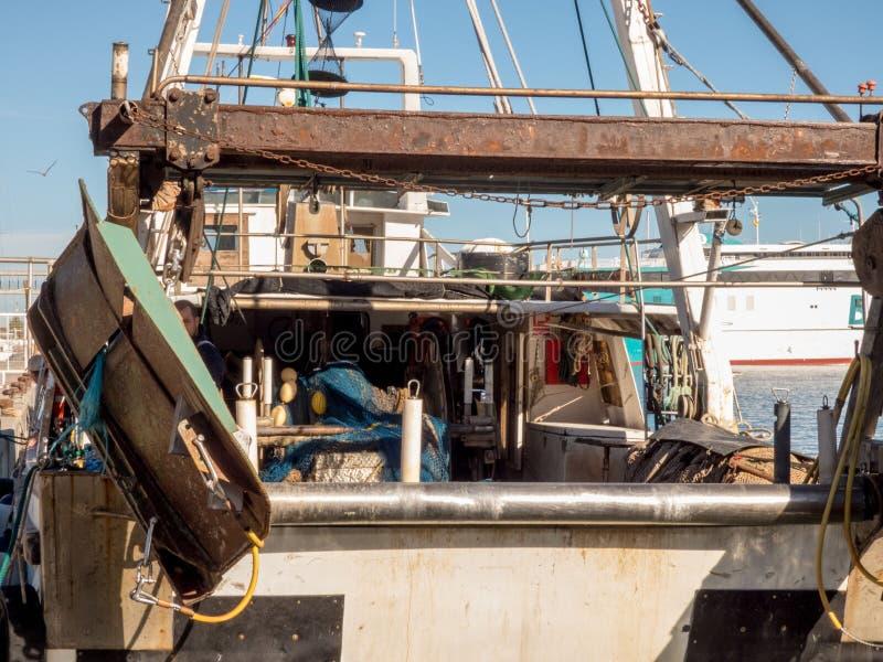 Barcos de pesca em um porto foto de stock royalty free