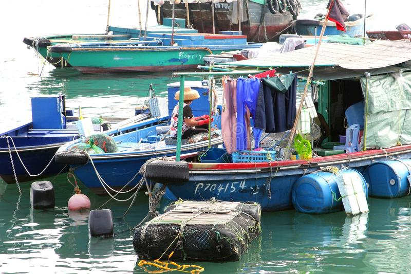 Barcos de pesca en el puerto de Cheung Chau, Hongko fotografía de archivo libre de regalías