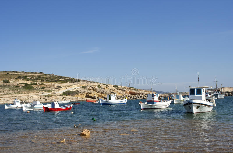 Barcos de pesca en la isla de Koufonisi foto de archivo libre de regalías