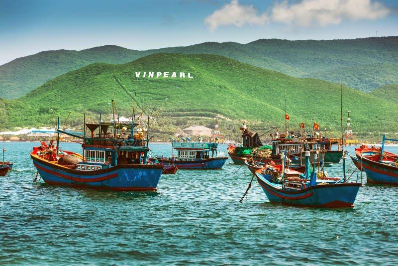 Barcos de pesca en puerto deportivo en Vietnam foto de archivo libre de regalías