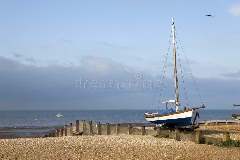 Barcos de pesca en puerto en Whitstable, Kent fotografía de archivo libre de regalías
