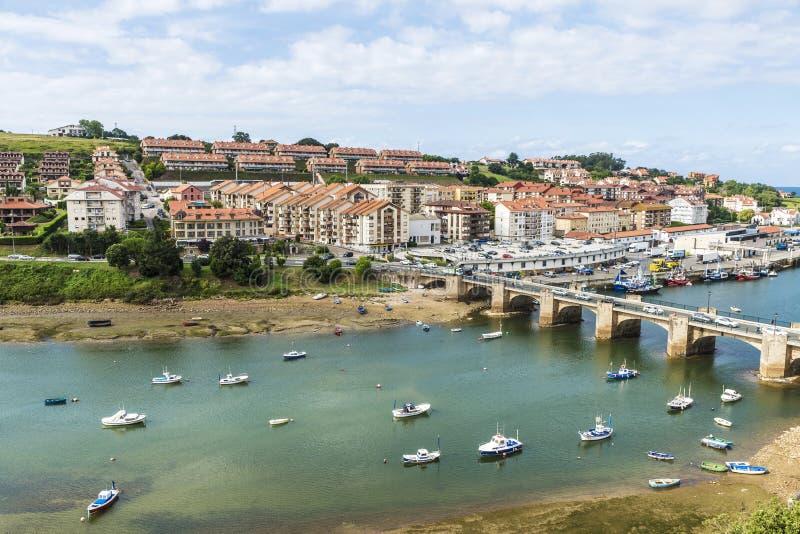 Barcos de pesca en San Vicente de la Barquera, España foto de archivo libre de regalías