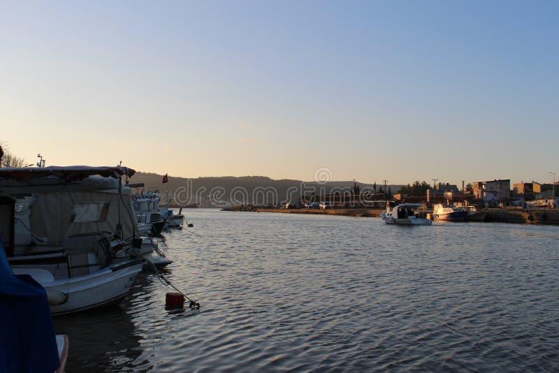 Barcos de pesca en Sarıçay imagen de archivo libre de regalías