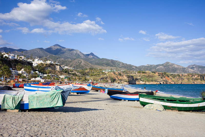 Barcos de pesca en una playa en España imagen de archivo libre de regalías