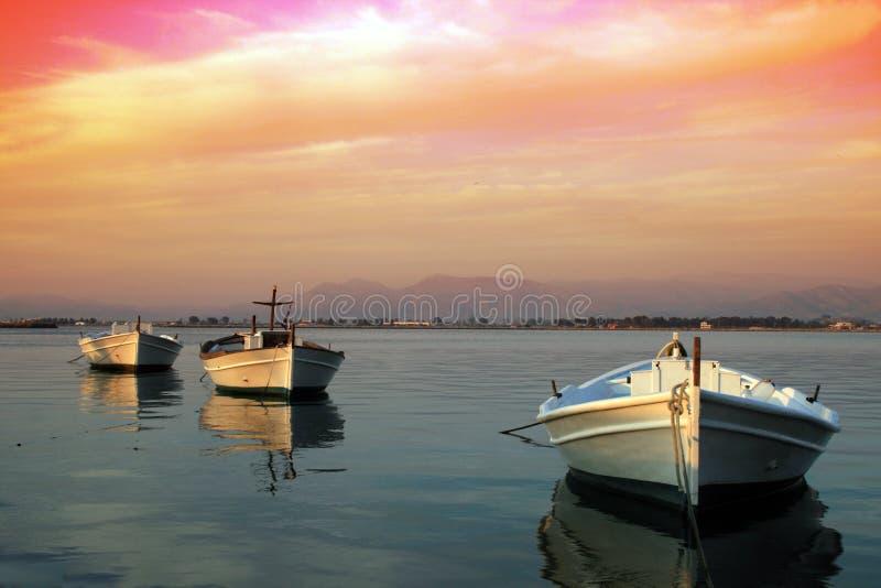 Barcos de pesca griegos tradicionales foto de archivo libre de regalías