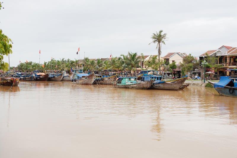 Barcos de pesca Hoi An, Vietnam fotografía de archivo