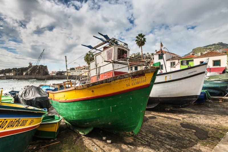 Barcos de pesca de madeira - Camara de Lobos, Madeira, Portugal fotos de stock royalty free