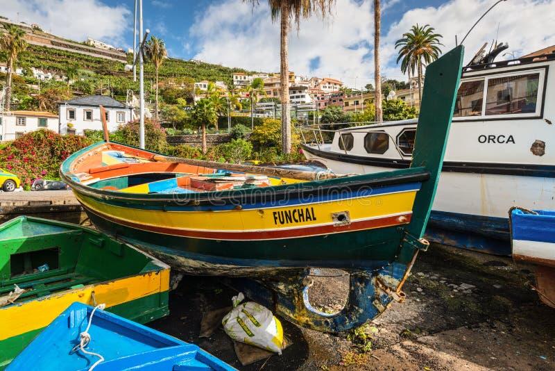 Barcos de pesca de madeira - Madeira, Portugal fotografia de stock royalty free
