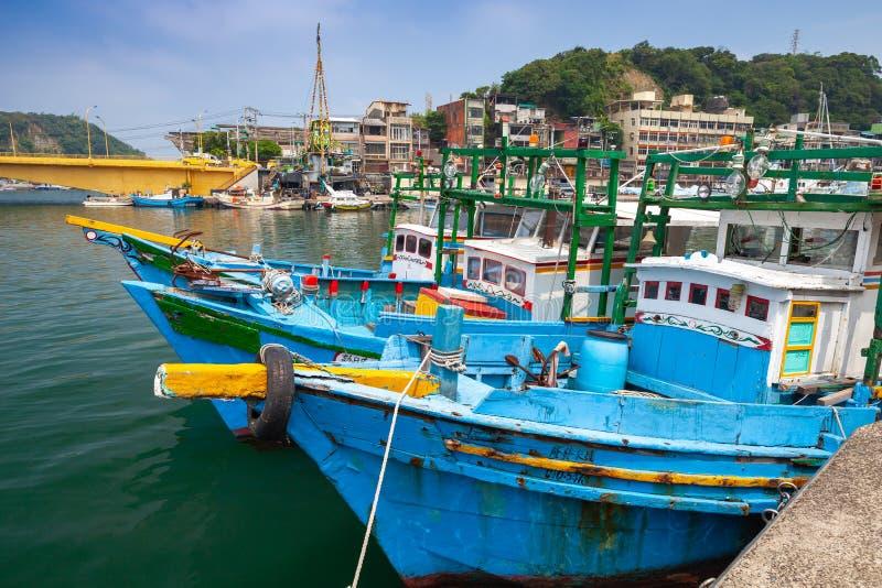 Barcos de pesca de madera azules, Taiwán imagen de archivo
