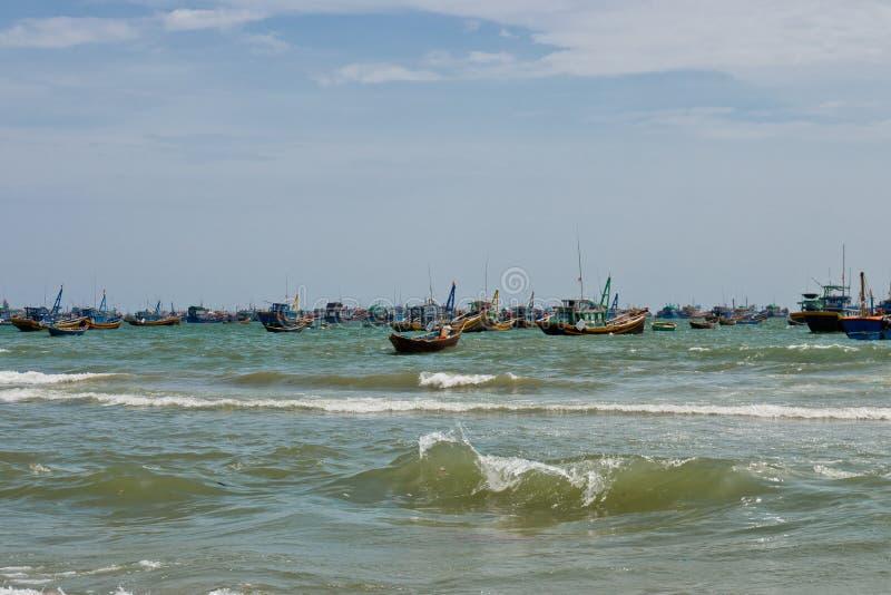Barcos de pesca, Mui Ne, Vietnam fotos de archivo