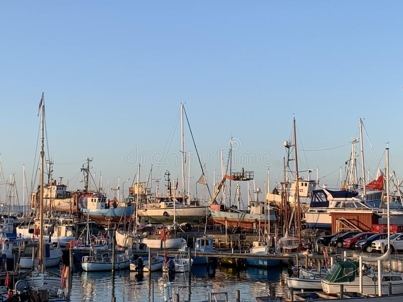 Barcos de pesca na doca para o reparo fotos de stock royalty free