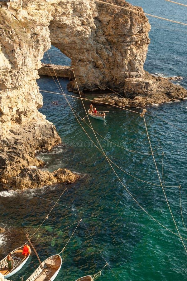 Barcos de pesca no mar fotos de stock royalty free