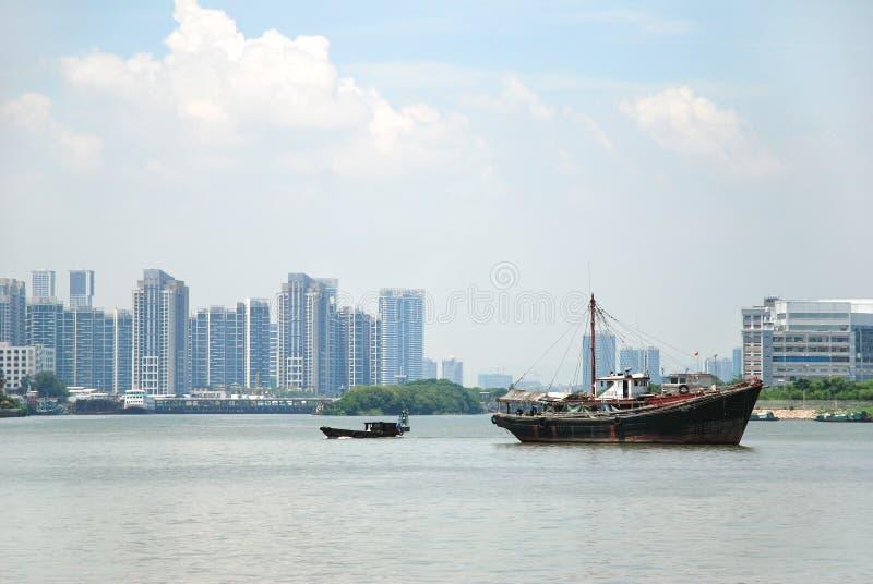 Barcos de pesca no mar imagens de stock royalty free