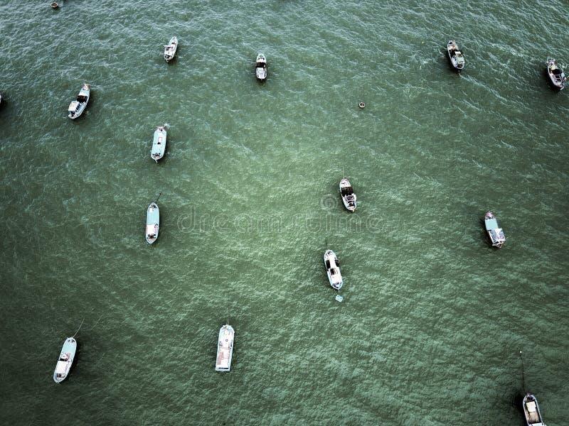 Barcos de pesca no mar alto fotografia de stock