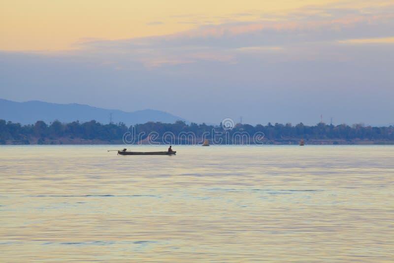 Barcos de pesca no Mekong River fotos de stock royalty free