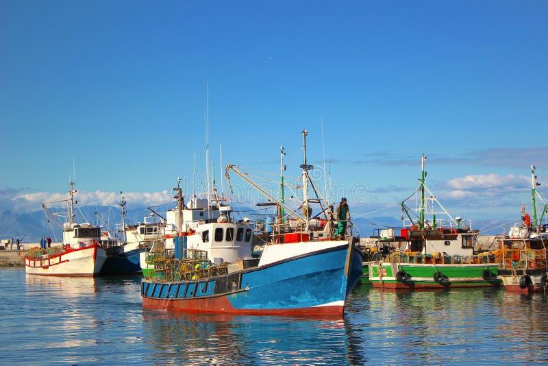 Barcos de pesca no porto da baía de Kalk fotos de stock royalty free