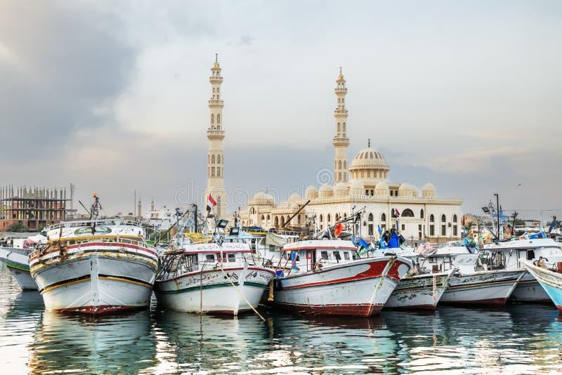 Barcos de pesca no porto de Hurghada, porto de Hurghada no por do sol fotos de stock royalty free