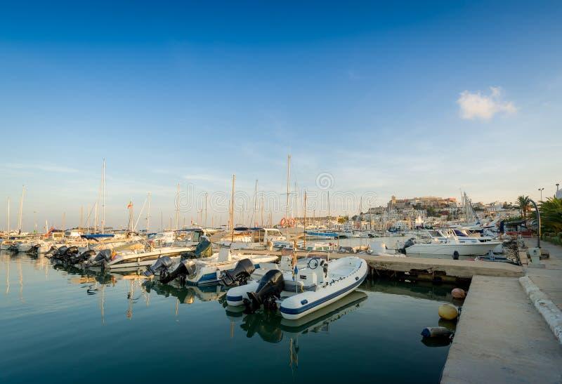 Barcos de pesca no porto de Ibiza imagem de stock royalty free